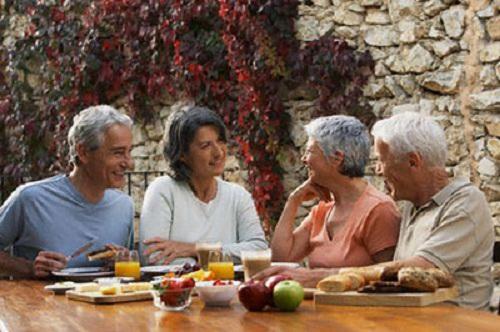 Kết quả hình ảnh cho sinh hoạt người già