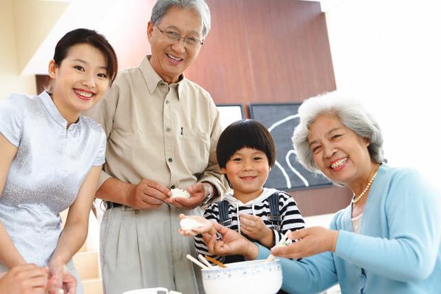 Kết quả hình ảnh cho sức khỏe của trẻ nhỏ và người cao tuổi